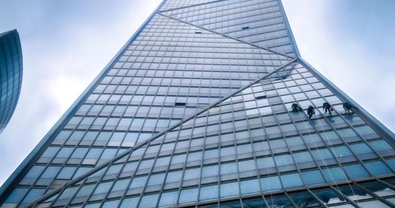 Mycie okien, elewacji, powierzchni szklanych